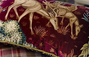 The Brook Velvet Fabric Cushion Detail DPS Morris and Co Archive III Prints Ткани для штор Англия